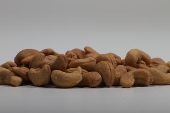 Cashewnoten gebakken 50 x 40 gram  zak